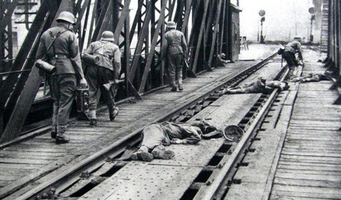 Атака немцев на мосту в Перемышле.