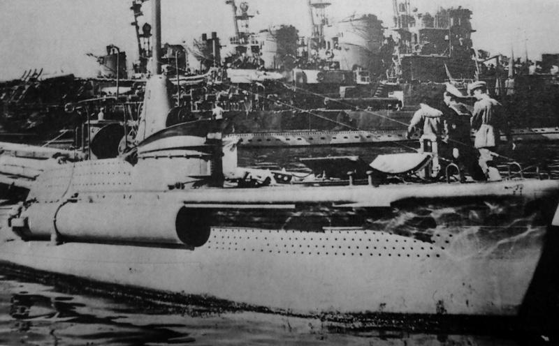 Итальянская сверхмалая подводная лодка типа «СВ» в порту Таранто. Сентябрь 1943 г.