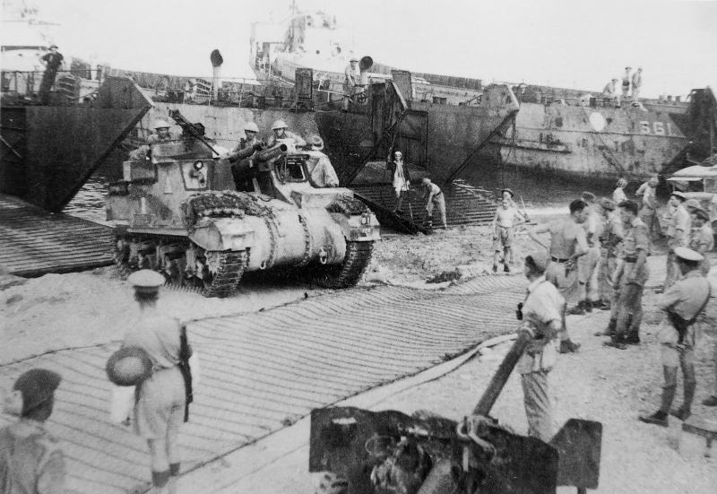 Высадка британской армии на побережье Италии в районе Реджо-ди-Калабрия. Сентябрь 1943 г.