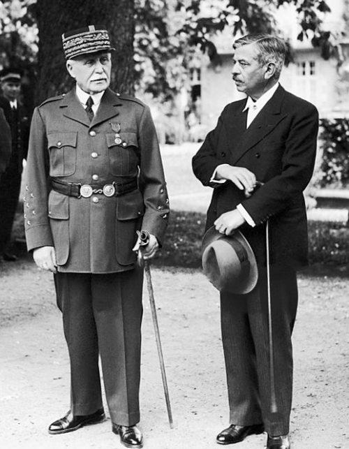Маршал Петен и Пьер Лаваль. 1942 г.
