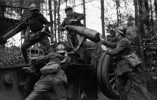 Французская батарея на Западном фронте. 29 мая 1940 г.