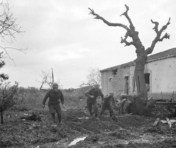 Канадские стрелки у Сан-Леонардо-ди-Ортона. Декабрь 1943 г.