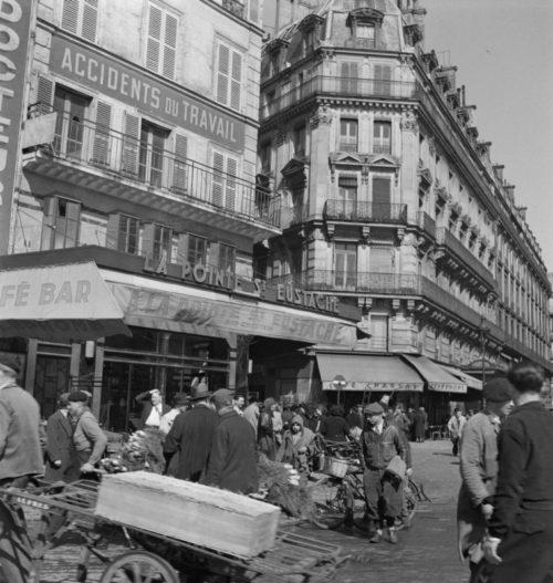 Торговля на рынке Ле-Аль в оккупированном Париже. 1942 г.