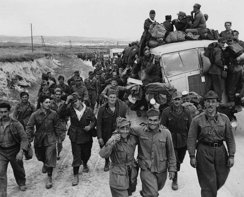 Итальянские военнопленные после разгрома в Тунисской кампании. 1943 г.