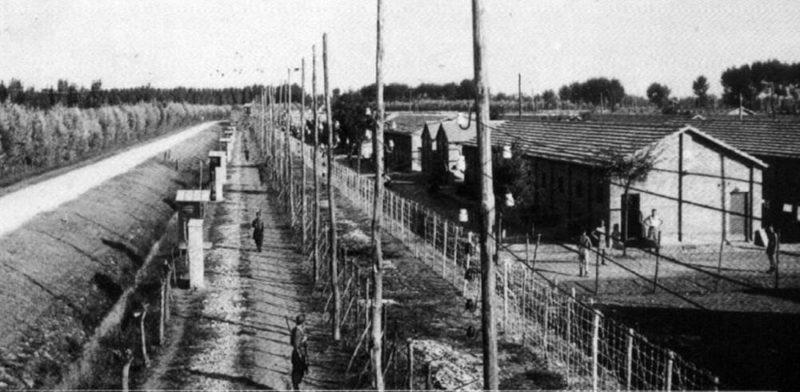 Итальянский транзитный концлагерь Фоссоли для итальянских евреев. 1943 г.