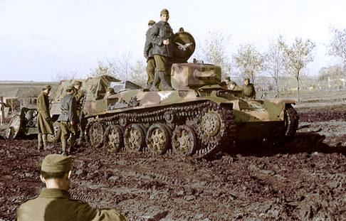Венгерская колонна на Восточном фронте. Апрель 1942 г.