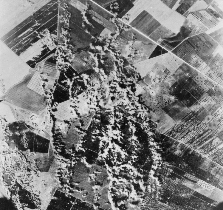 Аэрофотосъемка бомбардировки итальянского города Фоджа. 1943 г.