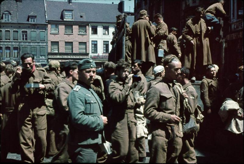 Британские солдаты в немецком плену в Дюнкерке. Июнь 1940 г.