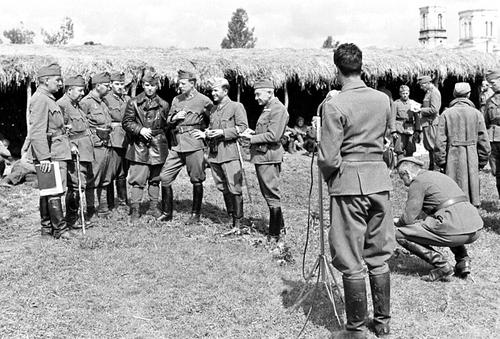 Венгерские солдаты в лагере для советских военнопленных. Май 1942 г.