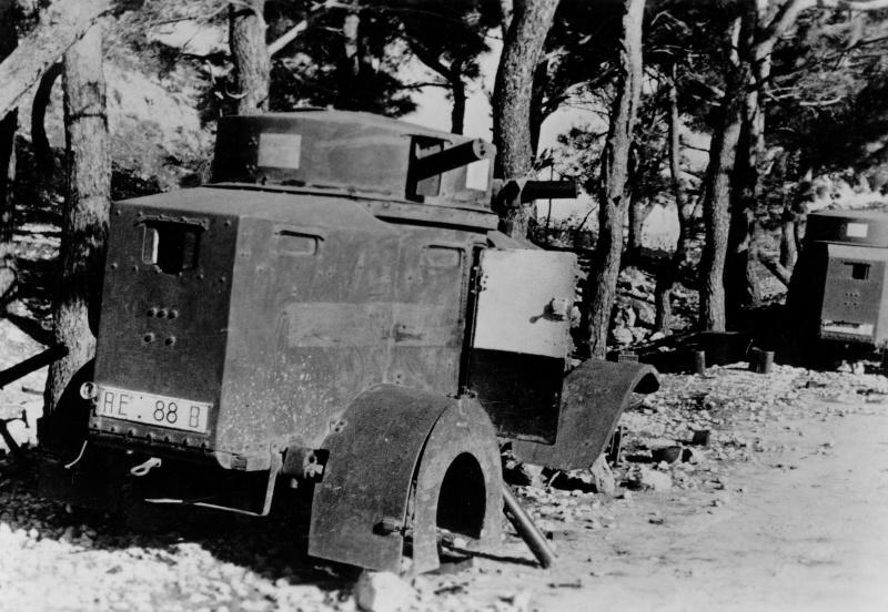 Бронеавтомобили Lancia, брошенные на острове Самос. Январь 1944 г.