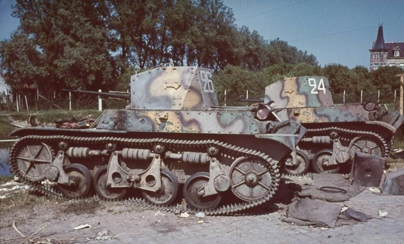 Брошенные французские танки в Дюнкерке. Июнь 1940 г.