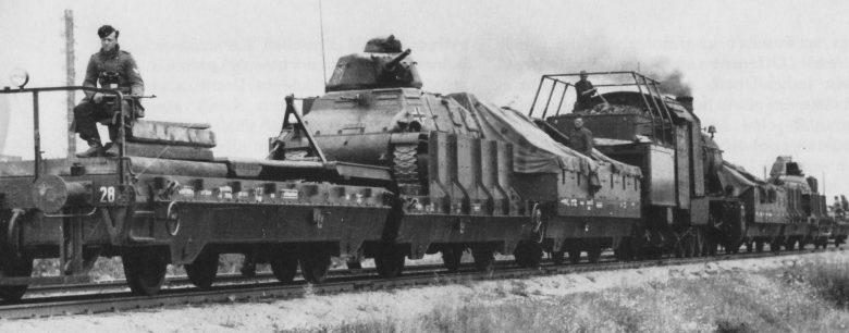 Немецкий бронепоезд №28, вооруженный трофейными французскими танками. Июнь 1940 г.