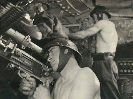 Расчет бронебашни ДОТа. Франция, Июнь 1940 г.