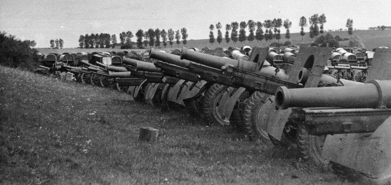 Французское артиллерийское имущество у Брюнамель. Июнь 1940 г.