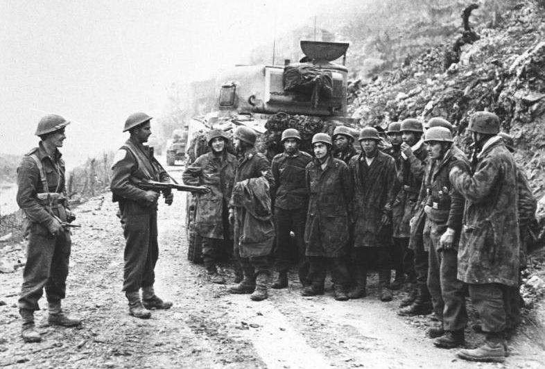 Немецкие десантники взяты в плен в Монте-Кассино. Март 1944 г.