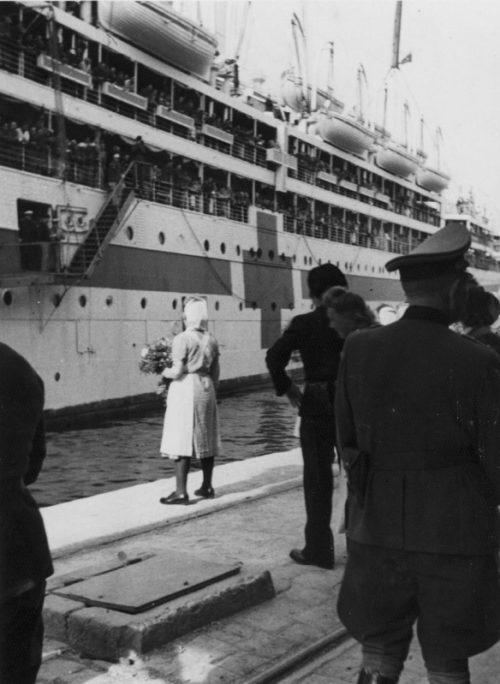 Итальянский плавучий госпиталь «Градиска» прибывает в порт Барселоны. Апрель 1944 г.