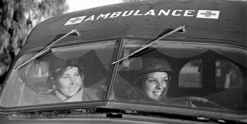 Французские женщины-водители 521-й санитарной роты. Октябрь 1943г.