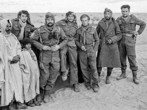 Члены «Французской эскадрильи SAS» в районе Габес-Тозеур в Тунисе. 1943 г.