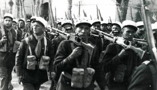 Французские иностранные легионеры на параде в Тунисе. 1943 г.