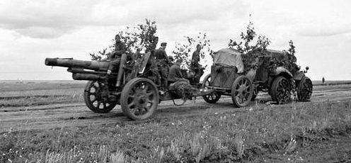 Венгерские солдаты на Восточном фронте с 150-мм гаубицей. Лето 1942 г.