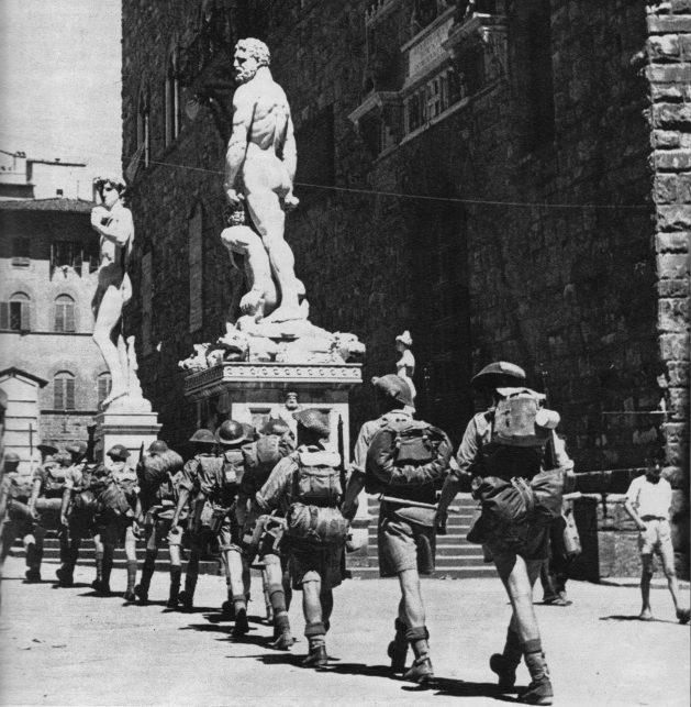 Английские войска занимают Флоренцию. Август 1944 г.