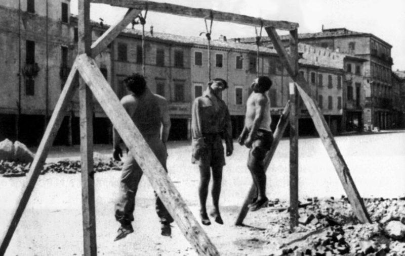Три итальянских партизана казнены в Римини. Август 1944 г.