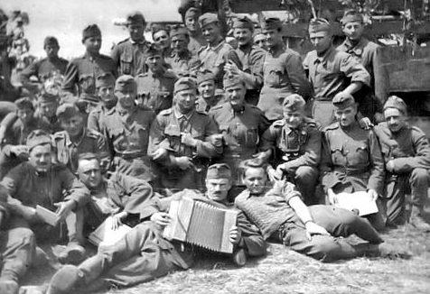 Немецкие и венгерские солдаты на Восточном фронте. Лето 1942 г.