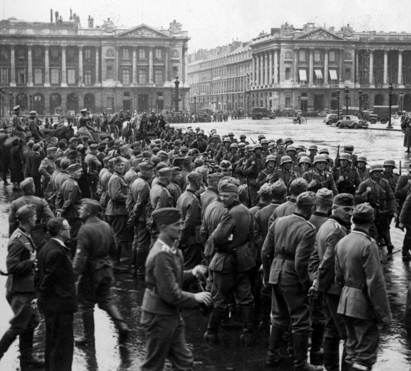 Немецкие солдаты на площади Согласия в Париже. Июнь 1940 г.