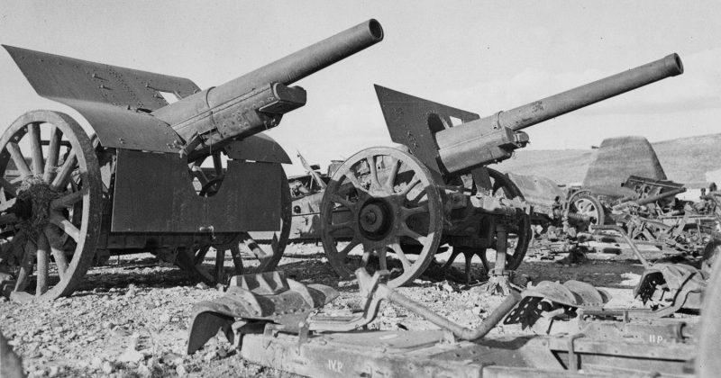Итальянские 105-мм артиллерийские орудия, захваченные союзниками на Сицилии. 1944 г.