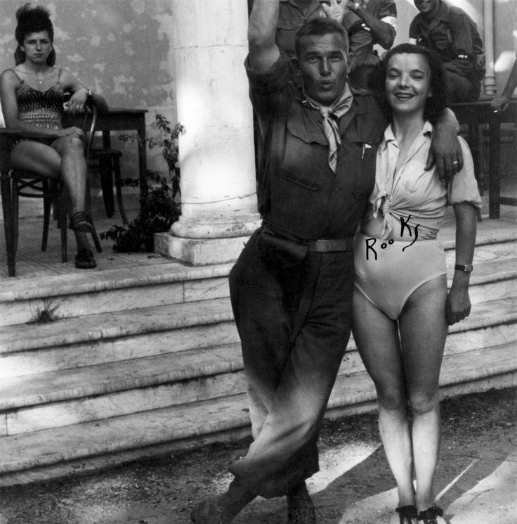 Американские солдаты с проститутками в Неаполе, которых в городе было около 40 тысяч. 1944 г.