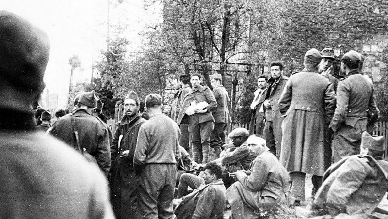 Пленные французские солдаты. Июнь 1940 г.
