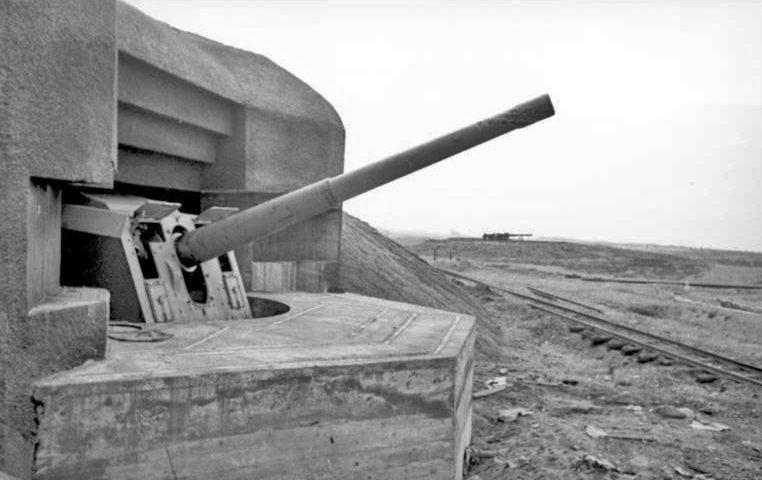 Орудия немецких береговых батарей Атлантического вала. Апрель 1944 г.