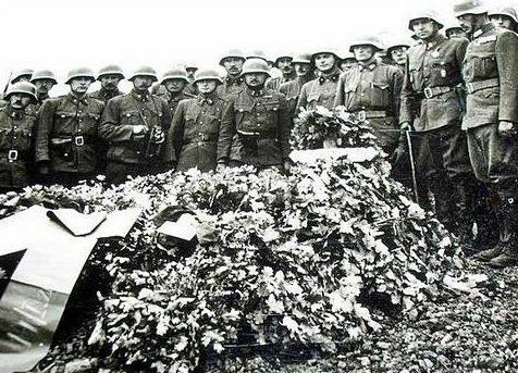 Похороны венгерских офицеров на берегу Дона. Сентябрь 1942 г.