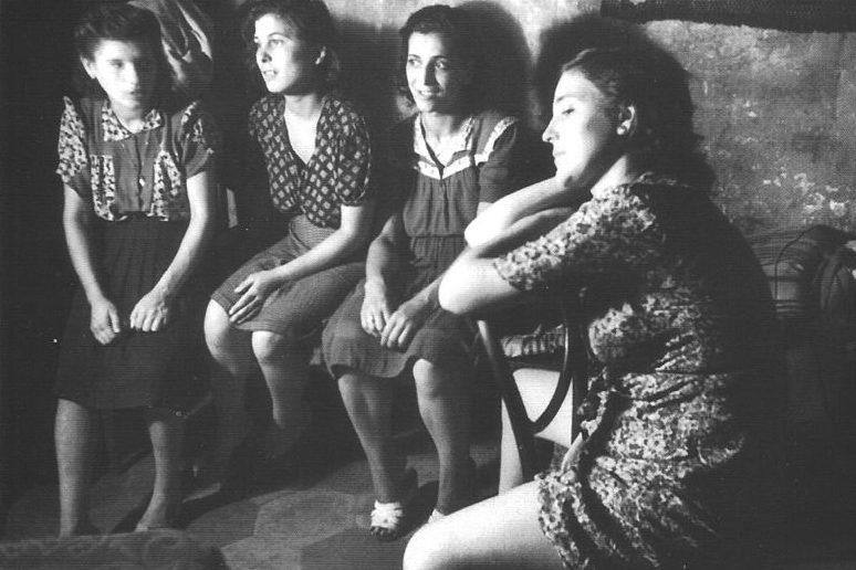 Девушки из борделя Неаполя. 1945 г.