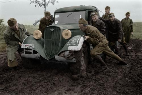 Венгерские солдаты в поле на Восточном фронте. Сентябрь 1942 г.