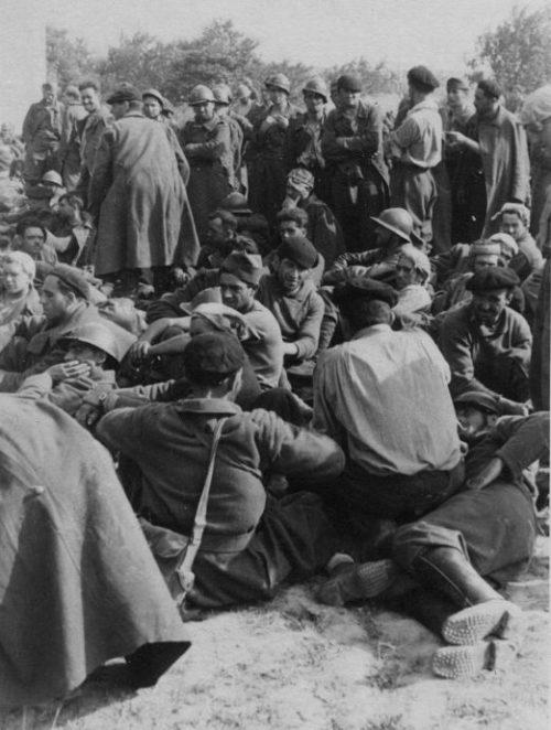 Французские военнопленные на привале. Июнь 1940 г.