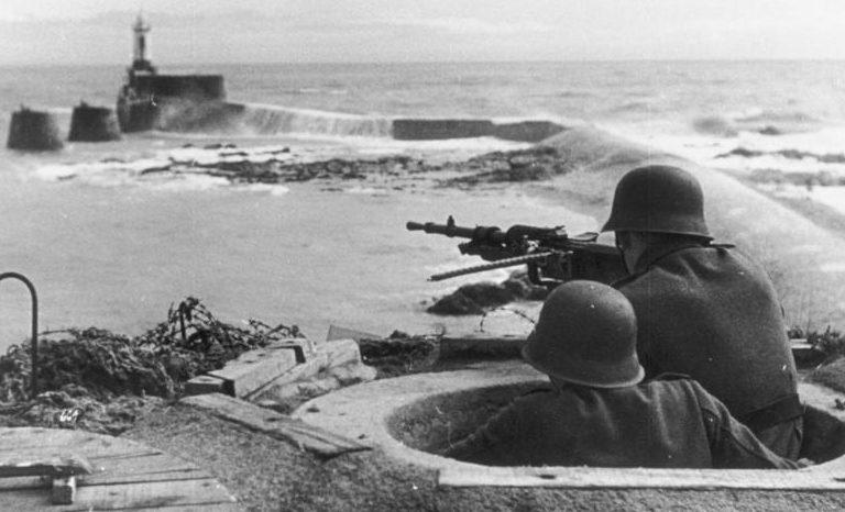 Немецкие пулеметные позиции на Атлантическом вале. Май 1944 г.