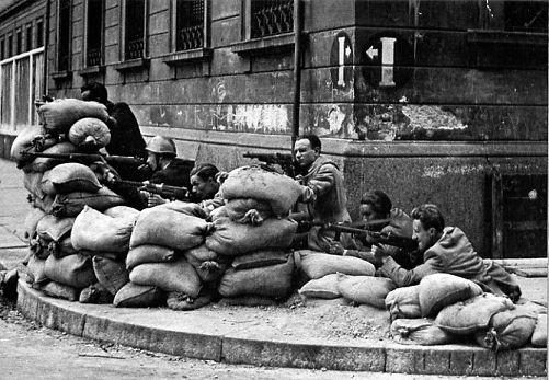 Участники итальянского движения сопротивления в Милане. Апрель 1945 г.