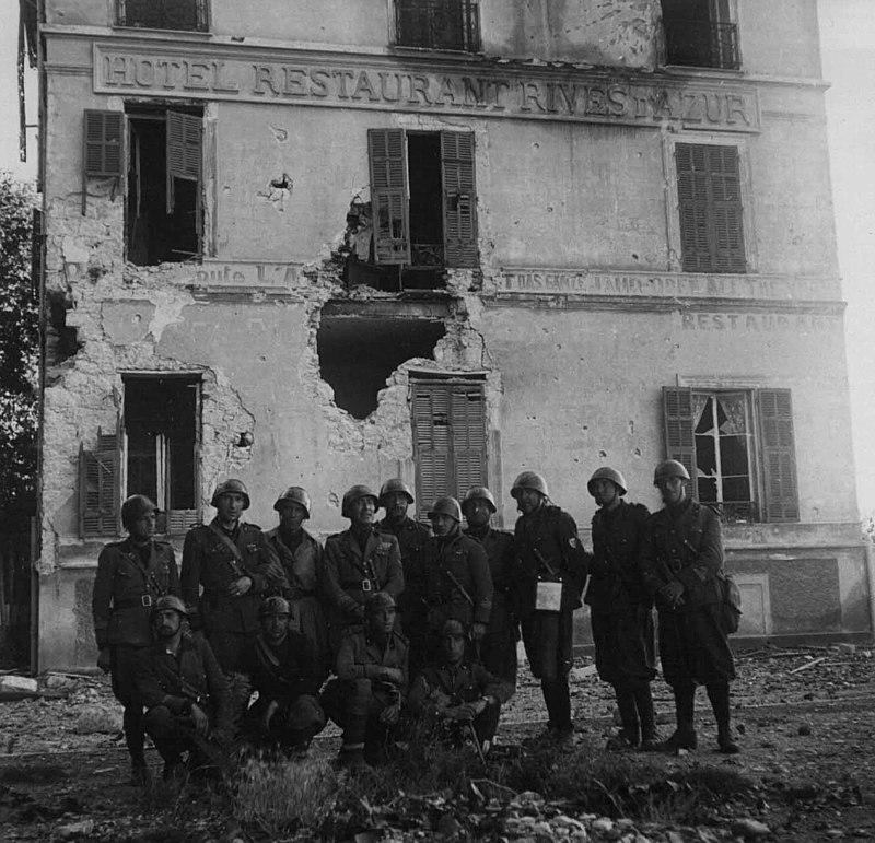 Итальянские войска в Ментоне. Июнь 1940 г.
