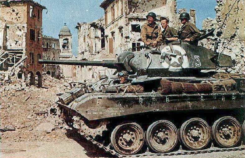 Американский танк в Болонье. Апрель 1945 г.