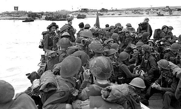 Высадка канадских войск в секторе Юнона Нормандии. 6 июня 1944 г.