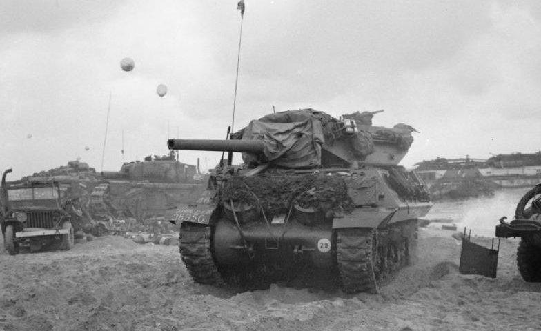 Танки 2-я британской армии в Нормандии. 6 июня 1944 г.