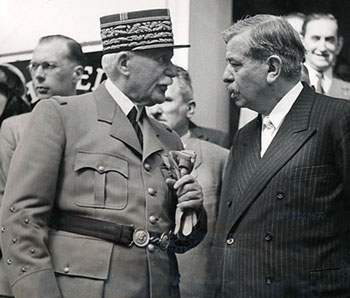 Маршал Франции Филипп Петен и Пьер Лаваль. Июль 1940 г.