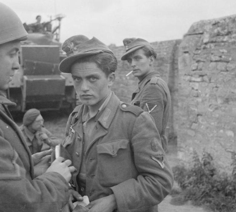 Немецкие военнопленные, захваченные во время высадки. 6 июня 1944 г.