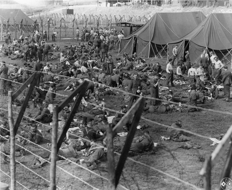 Вид на лагерь в Изиньи-сюр-Мер для немецких пленных. 11 июня 1944 г.