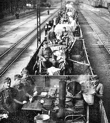 Венгерский эшелон движется на Восточных фронт. 1942 г.