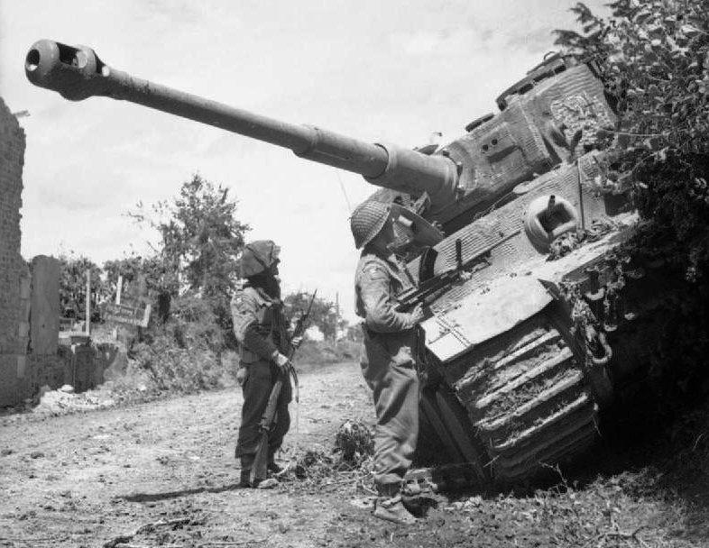 Подбитый немецкий танк «Тигр». 28 июня 1944 г.