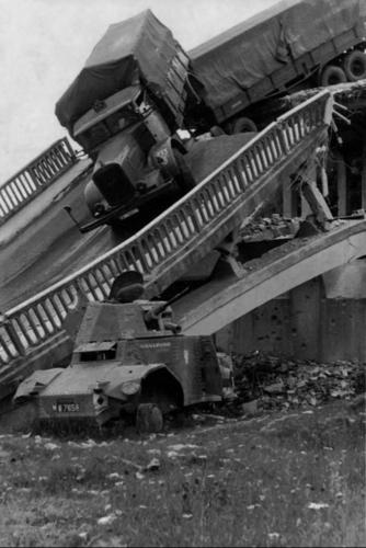Взорванный мост на севере Франции. 1940 г.