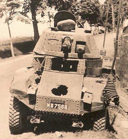Разбитая французская разведывательная бронемашина. Лето 1940 г.