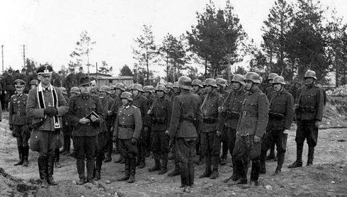Похороны венгерских солдат на кладбище в Минске. Май 1943 г.